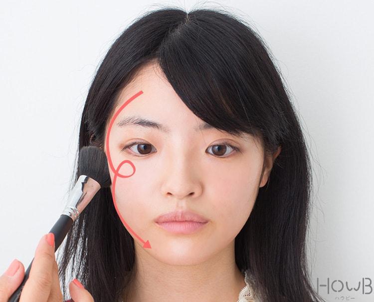 美人顔メイクのプロセス ローライトを入れる