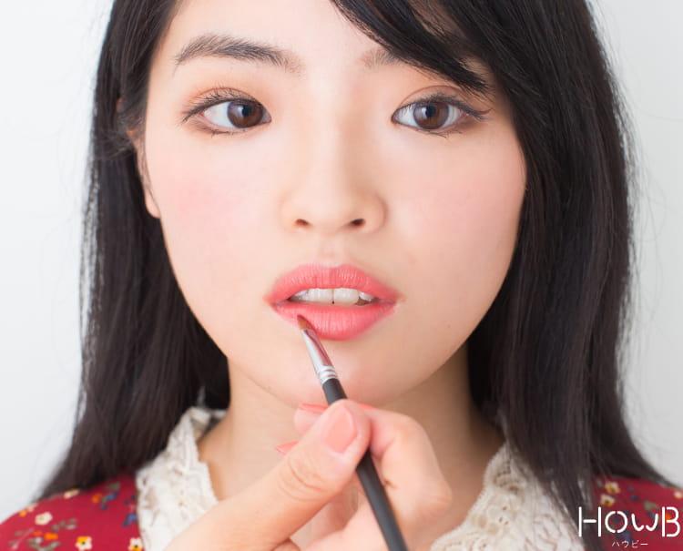 美人顔メイクのプロセス リップを塗る