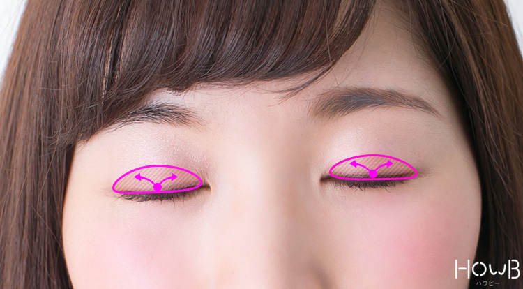 ピンクメイクのプロセス ピンクを二重の幅よりも少し広めにのせていく 目元アップ
