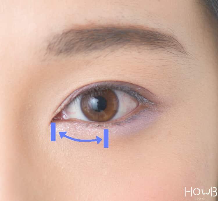 ラベンダーメイクのプロセス 薄紫色を下まぶたの目頭から黒目の真下あたりまで入れる