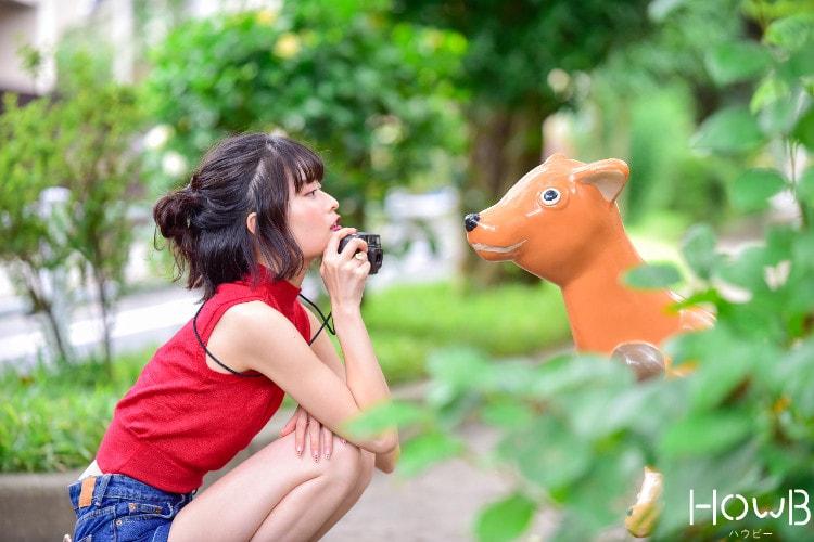 るんちゃん 屋外でカメラを持って撮影