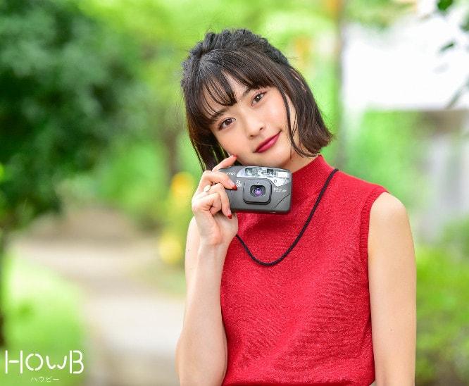 るんちゃん 上半身 カメラを持つ