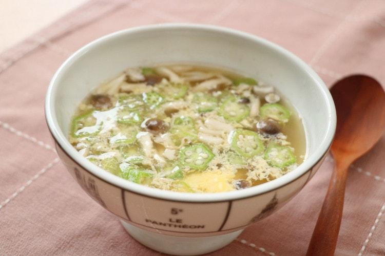 鶏ささみとぶなしめじ、オクラ入りの卵スープ