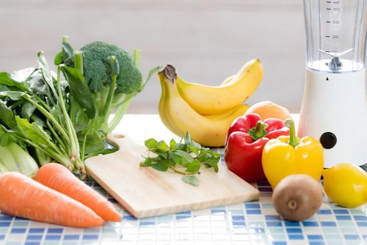 緑黄色野菜とバナナ
