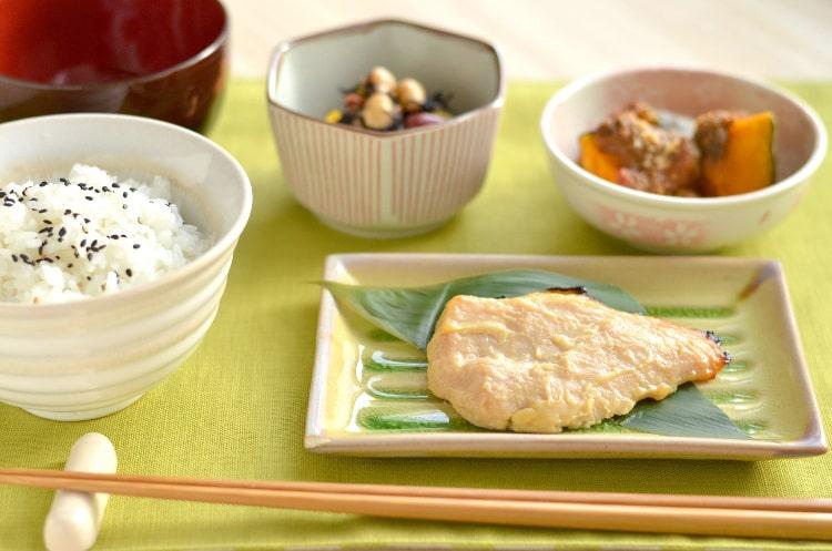 焼き魚をメインとした和食