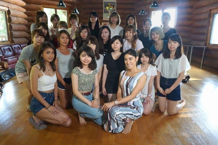 笹野千枝里さんが合宿を訪問したときの集合写真
