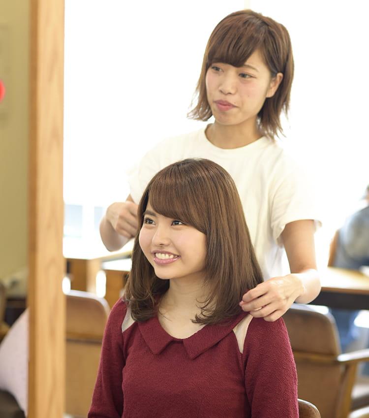 笹野千枝里さん 美容院でヘアアレンジしてもらっているイメージ