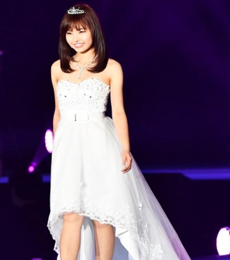 第一回グランプリ 笹野千枝里さん ステージでのドレス姿