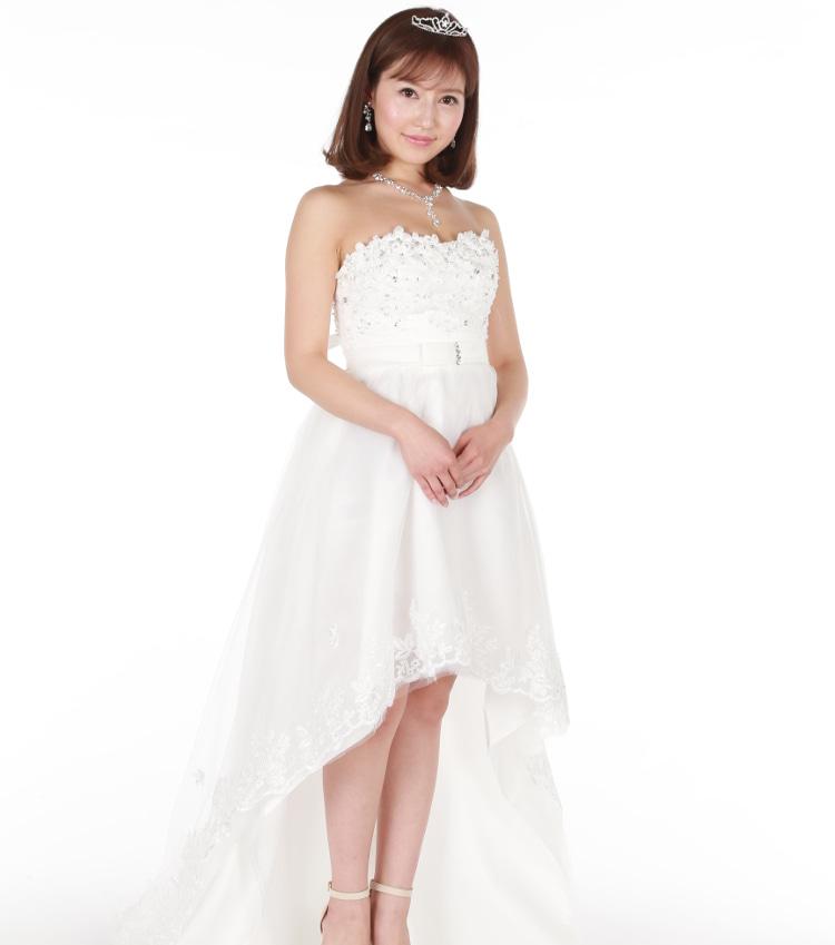 河崎杏奈さん ドレス姿 全身