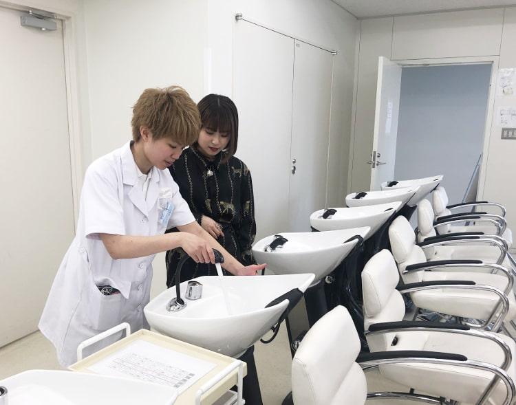 実習室の様子 おとっぴーと山田さん
