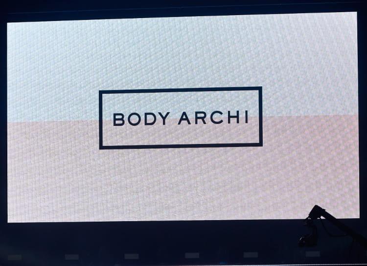 会場のスクリーンに映されるBODY ARCHI