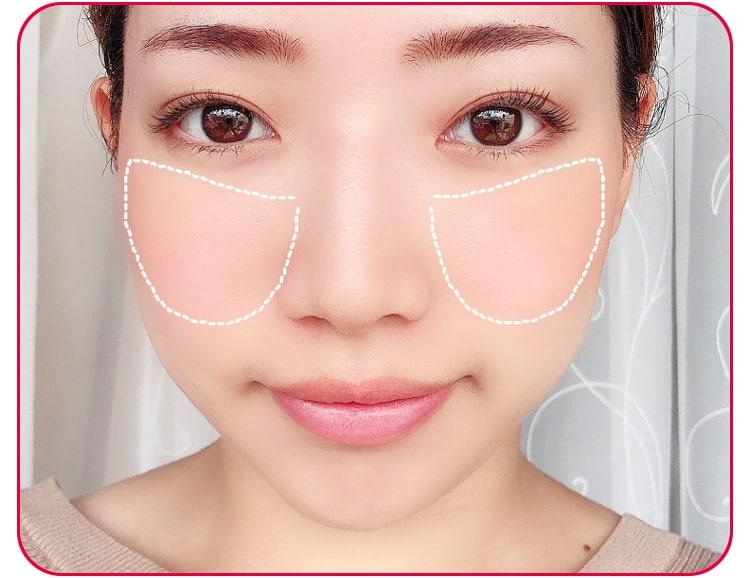 みーしゃ 毛穴レスメイクのプロセス 下地を顔に塗る 顔アップ