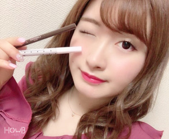misaki コスメを持つ