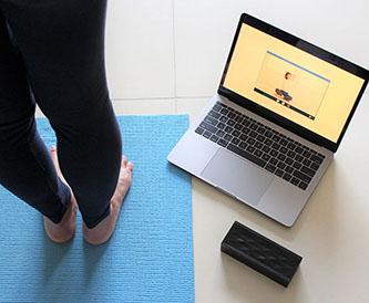 パソコンと足