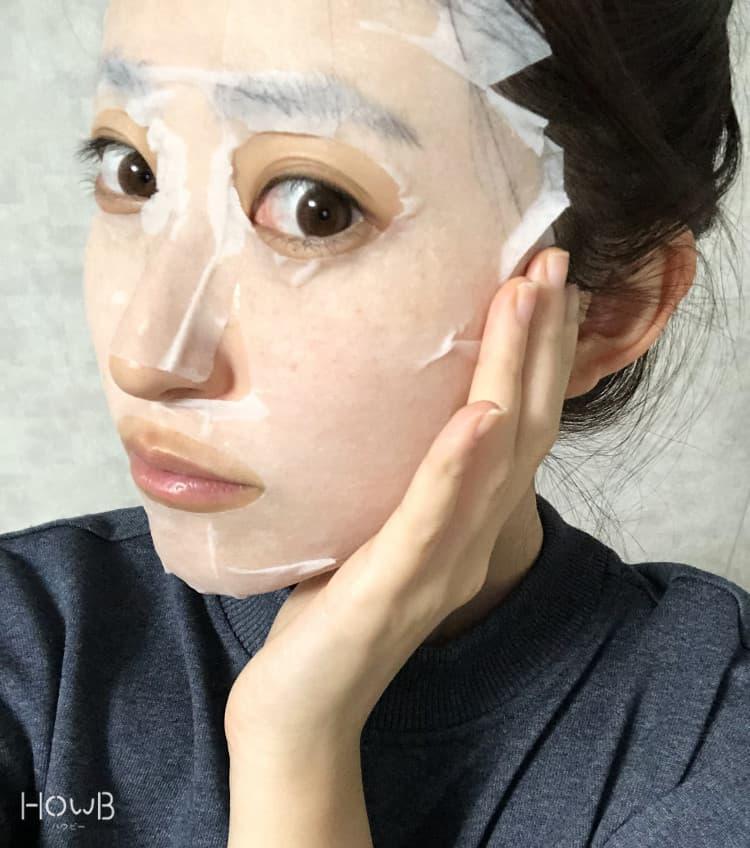 Mami シートマスクをつける